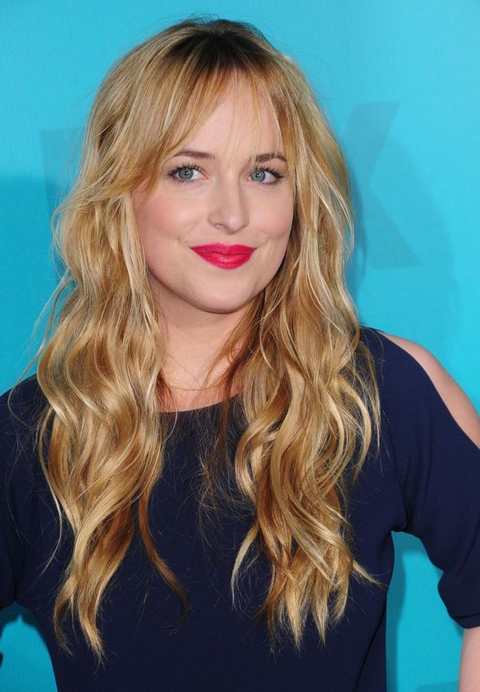 """[Novidade] Dakota Johnson será a protagonista no filme de """"Cinquenta Tons de Cinza"""""""