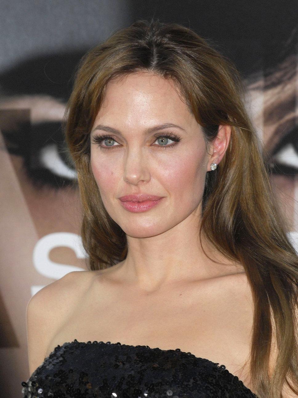 [Novidades] Atriz Angelina Jolie ganhará 50 milhões de doláres por sua biografia
