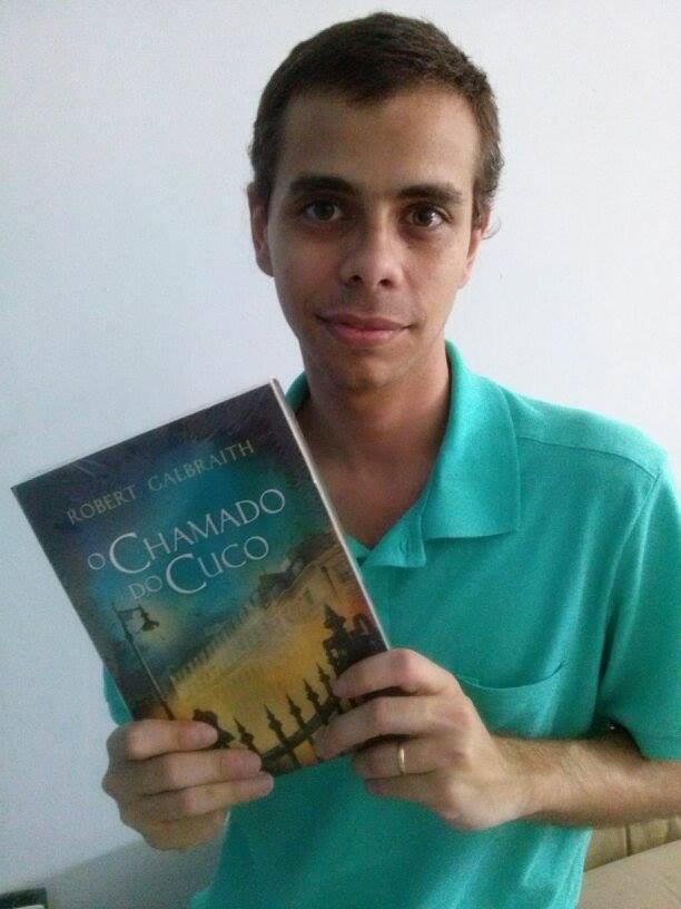 """O nosso resenhista e coordenador do """"Sessão Reservada"""", Leandro Borges, passou o Natal curtindo a leitura do seu exemplar de """"O Chamado do Cuco"""""""